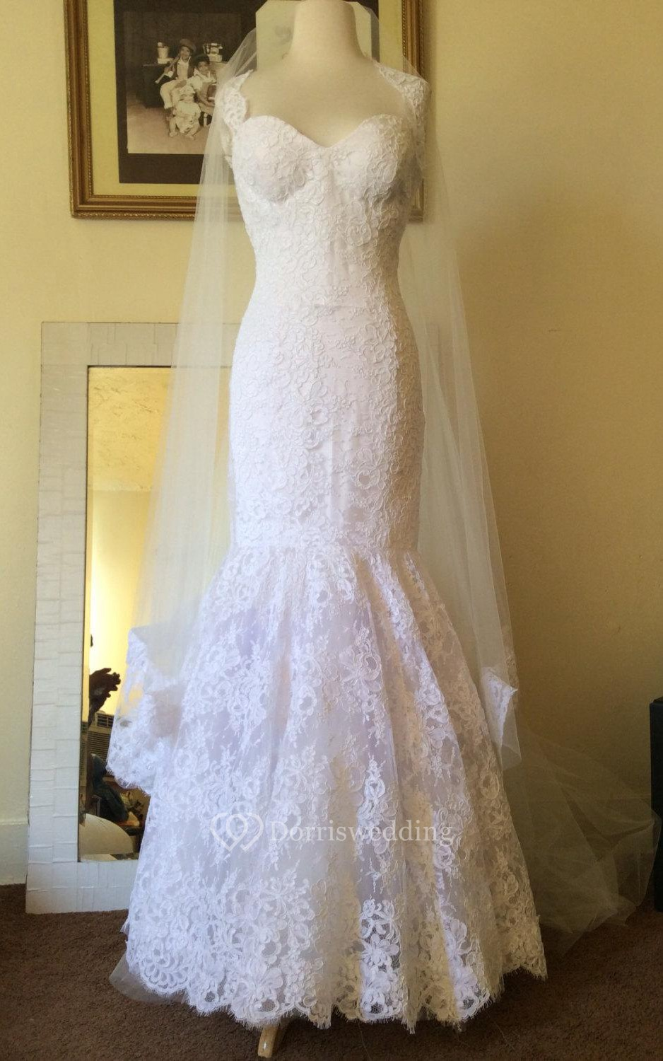 Queen anne neckline mermaid lace sleeveless bridal dress for Queen anne neckline wedding dress