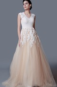 Enchanting Scalloped-Edge Neckline A-line Gown With Lace Appliques