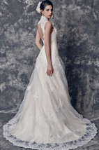 Vintage V-neck Lace Gown With Keyhole Backstyle