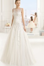 Delicate Sleevless Bateau-Neck Dress With Illusion Back