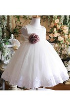 Scoop Neck Sleeveless A-line Tulle Knee Length Dress With Bow and Applique