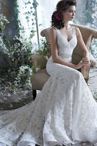 Elegant Sleeveless V-Neck Lace Dress With Beaded Ribbon Belt