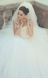 Elegant Off-shoulder Tulle Wedding Dress Ball Gown With Beadings