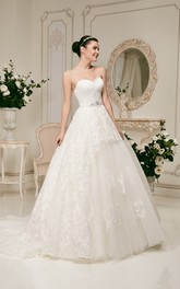 A-line Floor-length Sweetheart Crystal Decorated Lace Dress