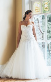A-Line Floor-Length Sweetheart Sleeveless Tulle Court Train Backless Beading Dress