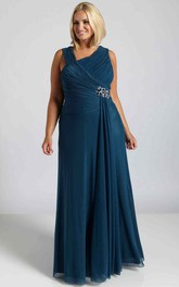 Sleeveless Long V-Neck Ruched Chiffon Plus Size Prom Dress With Broach