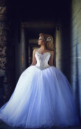 Elegant Sweetheart Sleeveless Tulle Wedding Dress Lace-up With Beadings Crystals
