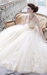 Alluring Sweetheart Neckline Tulle Ball Gown With Lace Applique and Ribbon