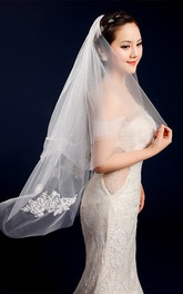 Simple Short Fingertip Wedding Veil with Appliques