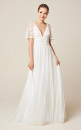Brilliant V-neck Short Sleeve Lace And Tulle Wedding Dress