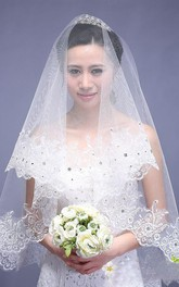 New Style Beautiful Short Wedding Veil with Lace Edge and Beading