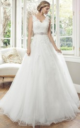 Ball-Gown Appliqued Sleeveless V-Neck Long Lace&Tulle Wedding Dress With Waist Jewellery And Bow