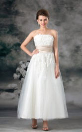 Wonderful Sleeveless Strapless Satin Wedding Dresses