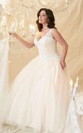 Ball Gown V-Neck Beaded Sleeveless Tulle&Lace Plus Size Wedding Dress