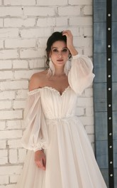 Chiffon Sweetheart Elegant Wedding Dress with 3/4 Off-shoulder Sleeves And Appliques