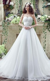 Chic White Sweetheart Beadings 2018 Wedding Dress Court Train Lace-up