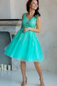 A-Line Knee-Length V-Neck Short Sleeve Tulle Lace Appliques Low-V Back Dress