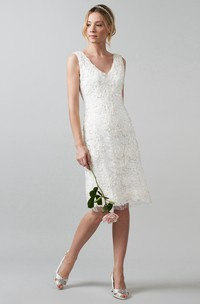 Midi V-Neck Appliqued Lace Wedding Dress With V Back