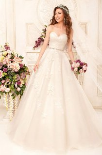 A-Line Long Sweetheart Sleeveless Backless Lace Dress With Appliques And Waist Jewellery