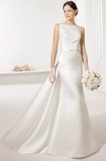 Long Mermaid Sleeveless Dress With Lace Appliques