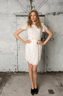 Short Sleeve A-Line Short Lace Dress With Bateau Neck and Flowers