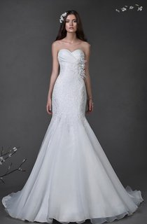 Trumpet Floor-Length Sweetheart Sleeveless Lace Dress With Criss Cross And Flower