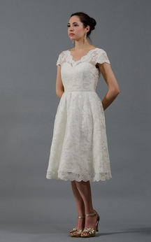 Vintage Short Sleeve V-Neck Knee Length A-Line Lace Dress With Low-V Back
