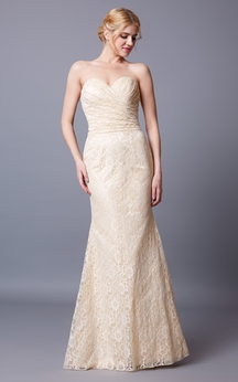 Slinky Sleeveless Sweetheart Lace Gown With Backless