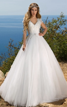 Ball Gown Maxi V-Neck Poet-Sleeve Illusion Tulle Dress With Lace And Bow