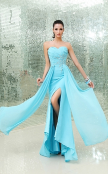 Chic Sweetheart Crystal Detailed Chiffon Gown With Side Split