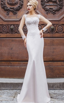 Mermaid Floor-Length Bateau Long Sleeve Satin Appliques Beading Lace-Up Dress
