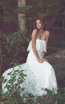 Boho Sheath Sleeveless Lace Bridal Gown With Scalloped Hemline