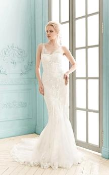 V-neck Sleeveless Lace Sheath Appliques Dress