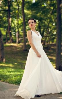 Sleeveless V-Neck Chiffon Dress With Pleats and Flower