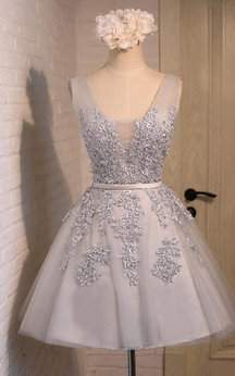 Short V-neck Bow Beading Appliques Tulle Lace Dress