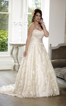 A-Line Floor-Length Sweetheart Sleeveless Lace Court Train Lace-Up Back Pleats Dress