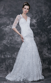 Romantic Half-sleeved Lace Applique Wedding Dress