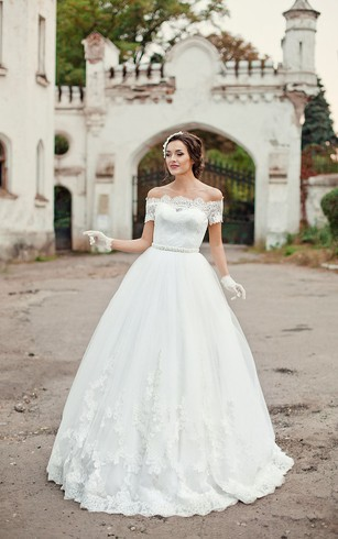 Off-the-shoulder A-line Organza Wedding Dress With Lace Appliques