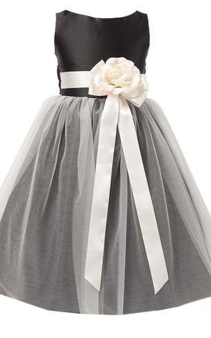 Sleeveless Bateau-neck Dress With Floral Sash