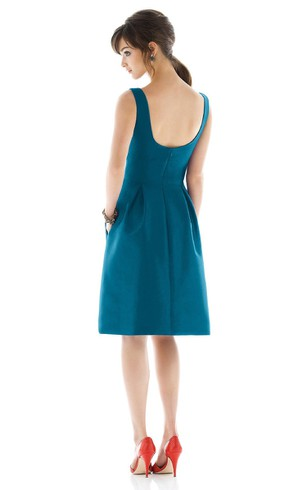 Lovely A-Line Sleeveless Dress With Ziper Back