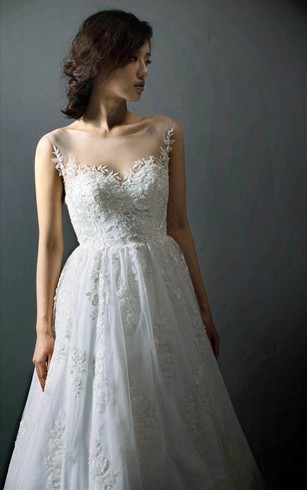 Lace-Appliqued Tulle Sleeveless Bridal Dress With Bateau Neckline