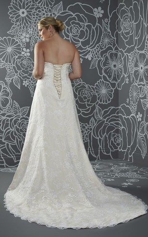 A-Line Floor-Length Sweetheart Sleeveless Lace Court Train Lace-Up Back Appliques Dress