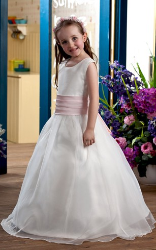 Sweet Sleeveless V-Neck Flower Girl Dress With A-Line Silhouette