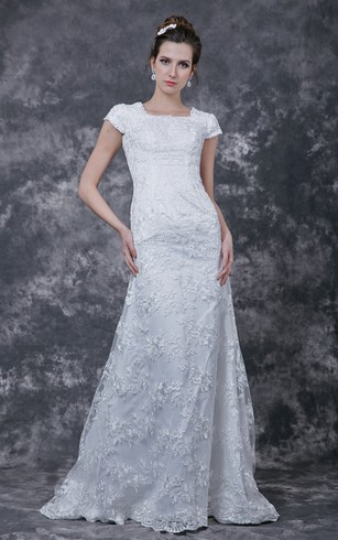 Delicate Fitted A-line Lace Applique and English Net Wedding Gown