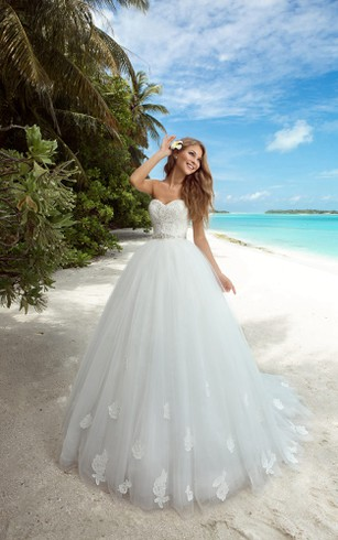 A-Line Floor-Length Sweetheart Sleeveless Lace-Up Tulle Dress With Appliques And Sash