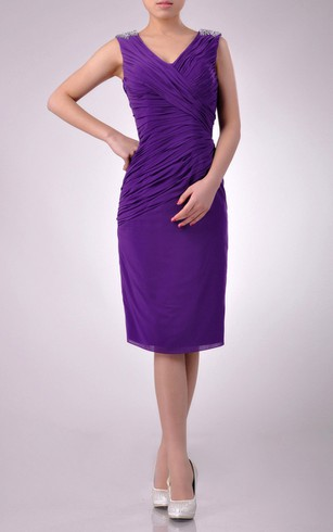 Knee-length V-Neckline Sheath Chiffon Bridesmaid Dress With Slanting Pleats