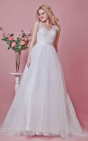Elegant Femme Sleeveless V-neck Lace Applique and Tulle Wedding Gown