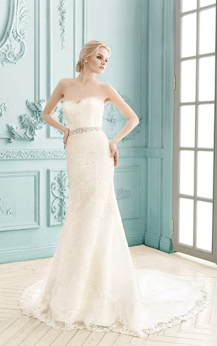 Sweetheart Sleeveless Lace Sheath Dress With Crystal Detailing