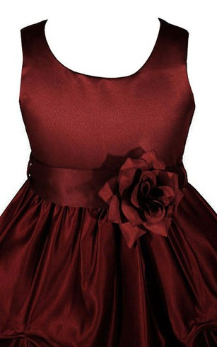 Sleeveless Scoop-neck Dress With Ruffles and Flower