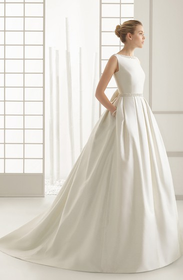 Sleeveless Graceful Gown With Decorative Bow At Back
